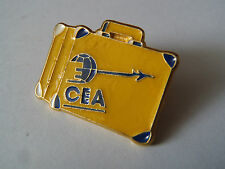 PIN'S  VALISE CEA