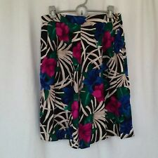 Kathie Lee womens shorts full floral shorts Size M