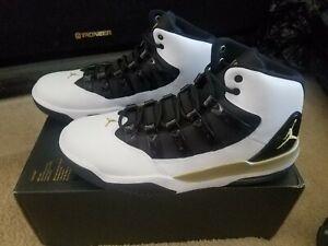 NEW Nike Air Jordan Max Aura Size 8.5 Black White AQ9084-107 Jumpman Zoom 32 Fly