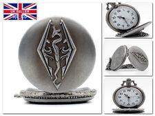 Il VECCHIO PERGAMENE V SKYRIM DRAGON Orologio da taschino con logo su Quarzo Catena * UK Venditore *