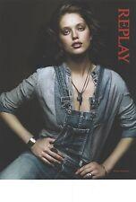 PUBLICITE  2012  REPLAY jeans salopette pret à porter