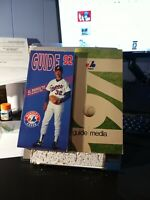 Lot of 2 Montreal Expos media guide. 1971 and 1992 which is done in Spanish