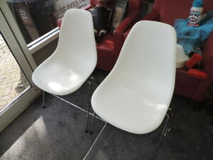 Eames Vitra White/Chrome DSX Plastic Moulded Chair x2 VGC