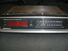 SANYO LED DIGITAL CLOCK AM/FM 2 BAND RADIO WORKS