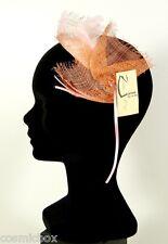 Chapeau de cérémonies pour femmes pince RUE du BAG sisal & plumes orange & rose