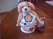 MUFFY VANDERBEAR DRESSED IN HER COMPLETE COSTUME SPRING CHICKENS 1998 EASTER