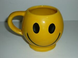 Vintage McCoy Pottery USA Yellow Smiley Happy Face Ceramic Mug Cup 1970s 12oz