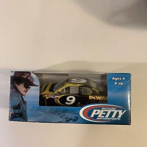 Marcos Ambrose 2012 Dewalt Richard Petty Fusion 1/64 NASCAR NIP