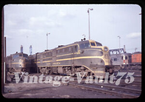 ORIGINAL SLIDE NH NEW HAVEN RAILROAD 0744 0726 PROVIDENCE 1957