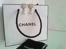 CHANEL Ohrringe silber Farbe mit Perlen wie neu gestempelt