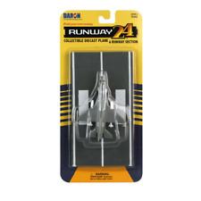 Daron Worldwide Trading Runway 24 F-16 Fighting Falcon Military Plane