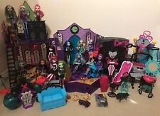 Monster High School Mega ensemble comprend 16 poupées et lots de Playsets/meubles