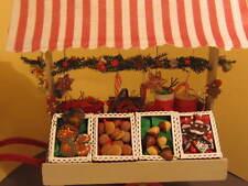 Süßer Marktkarren mit weihnachtlichem Zubehör für Püppchen und Teddys.