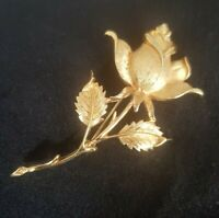 VINTAGE Sarah Coventry COV single rose Brooch Gold Tone textured Flower MCM vtg