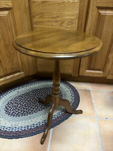 ETHAN ALLEN Table Heirloom Maple Round Lamp End Side Accent  Occasional 10-9042