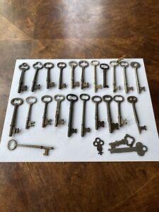 LOT OF 25 Vintage & Antique lock Skeleton Keys estate find! LOOK NR