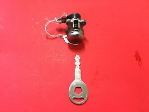 2002-2007 JEEP LIBERTY GRAND CHEROKEE DOOR LOCK CYLINDER W 2 KEYS OEM DL302