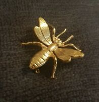 Vintage Gold Tone Wasp Brooch Pin Insect fly bug