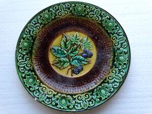 Jugendstil -Keramikteller Beeren