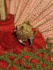WONDERFUL MARKED 14KT SOLID YELLOW GOLD RUBY  BLOWFISH BROOCH PENDANT 3.6g