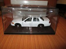 Welly 1/27 White 1998-2010 Ford Crown Vic Police w/display case