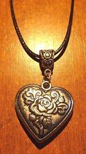 collier cordon ciré noir 47 cm avec pendentif coeur fleur 29x28 mm