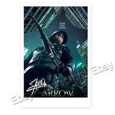 Stephen Amell come Oliver Queen in ARROW (TV Series) - Autografo carta fotografica [ak17]