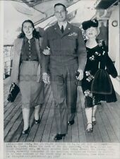 1947 US Army General Mark Clark With Wife Maurine & Daughter Ann Press Photo