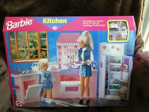 Barbie Kitchen Folding Pretty House by Mattel