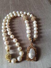 Collar de Perlas Naturales(aqua dulse) con cuentas chapadas en oro.