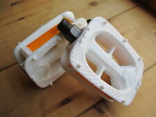 "RETRO STYLE WHITE PLASTIC PEDAL 9/16"" FIT RE~BUILD BIKE TOWN BICYCLE CYCLE BMX"