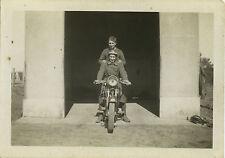 PHOTO ANCIENNE - VINTAGE SNAPSHOT - MILITAIRE MOTO MOTOCYCLETTE MOTARD DRÔLE
