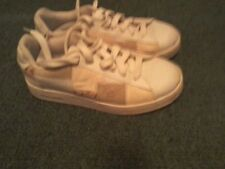 Women's Skeechers, size 9, laced in beige with printed background.