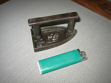 FER A REPASSER  ANCIEN DENTELLIERE IMPERATRICE RARE TOP ++++ 1890