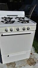 "24"" All Gas Range Oven 4 Burner White. Works excellent! R.I. local pick up.only"