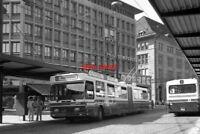PHOTO  SWITZERLAND TROLLEYBUS 1986 ST GALLEN TROLLEYBUS 106 (ARTICULATED) ON ROU