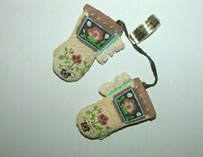 New Friends of the Feather Enesco Mitten with Flower Pattern Hanging Ornament