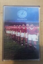 United Fridge Magnet Busby Babes  Munich  90x60  with free pin badge
