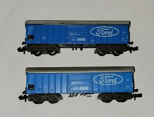 N gauge Trix - 2x Bogied Covered Wagons - Ford - Lightly Weathered - VGC unboxed
