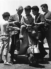 Photo originale Jeff Chandler scooter Vespa Piaggio enfants italie
