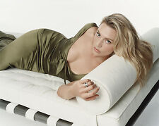 KATE WINSLET 8X10 photo VERY HOT LYING ON COUCH
