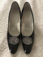 Vintage Johansen black shiny heels w/ silver floral detailing size 9