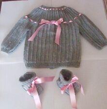 brassiere de bébé mixte tricotée main en france gris ruban rose  chaussons 👶