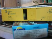 YELLOW ILLINOIS TERMINAL 50 FT BOX CAR 1/87 ho scale for layout RTR athearn