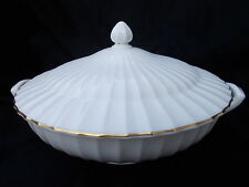 Royal Worcester WARMSTRY Gold Edge. Covered Vegetable Dish