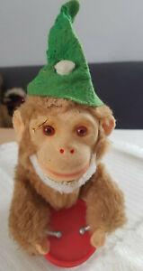 Alter Affe aus Affenkapelle mit Trommel mechanisch zum Aufziehen Max Carl
