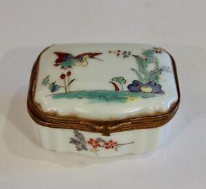 Samson Porcelain Antique French Chantilly Box Snuff Pill Keepsake