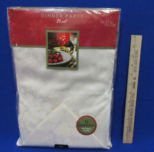 """Christmas Tablecloth & 6 Napkins 70"""" Round Ivory Home Wear Noel Holly"""