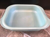 Tupperware 3657 Microwave CAKE PAN Green Blue 2 QT UltraPro FRANCE Square