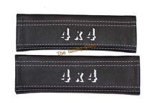 2x Cintura Spalla Pastiglie copre Ricamo in Pelle 4x4 CUCITURE BIANCHE NUOVO